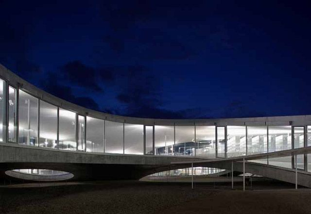 Kazuyo Sejima (妹島 和世) The Rolex Learning Center, Ecole Polytechnique Federale, Lausanne, Switzerland, 2009