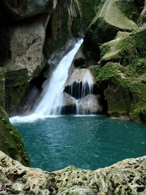 bassin bleu, haitian mountains