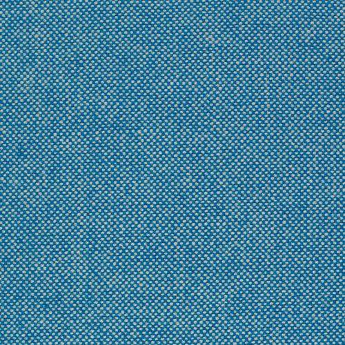 Stilren och minimalistisk soffa Mags från danska HAY. Finns i en lång rad olika utföranden, tyger och färger. Ladda ner produktblad för att se de olika, tillgängliga modulerna.Mags Soft är, tack vare ett övre lager av dunstoppning, en något mjukare och ledigare variant av Mags med en kontrasterande zick-zack-sömmar i svart, vitt, ljus- eller mörkgrått.Denna kombination består av modulerna: 9301 – Lounge Module, 1063 – Narrow Middle Module och 7261 – Wide Chaise Lounge Module Long. Finns…