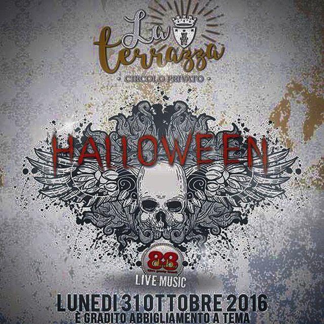 #halloween #laterrazza lunedì 31.10.16 #88decibel #livemusic #dimitrimazzoni #spatolamarco #kickystaff