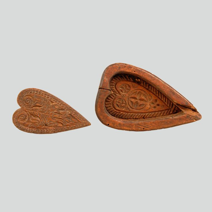 Sycamore wood ewes cheese mould. Two parts. Cut out of a plank, drop shaped on the outside and heart-shaped on the inside. Bottom and heart-shaped cover engraved with rosettes, grooves, scrolls and lily (leluia).  Podhalanian Highlanders, no data, before 1939