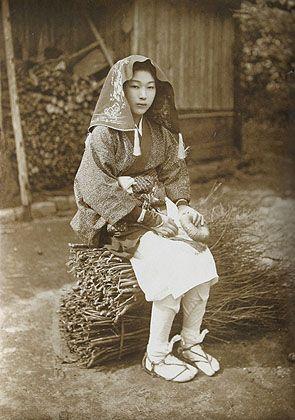 Kyoto country maiden. 1910's. photographer Suizan Kurokawa