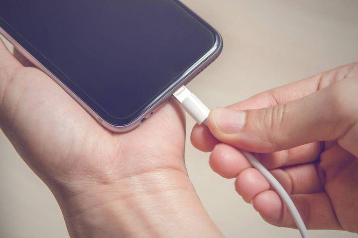 4 erros que você comete ao carregar a bateria do celular