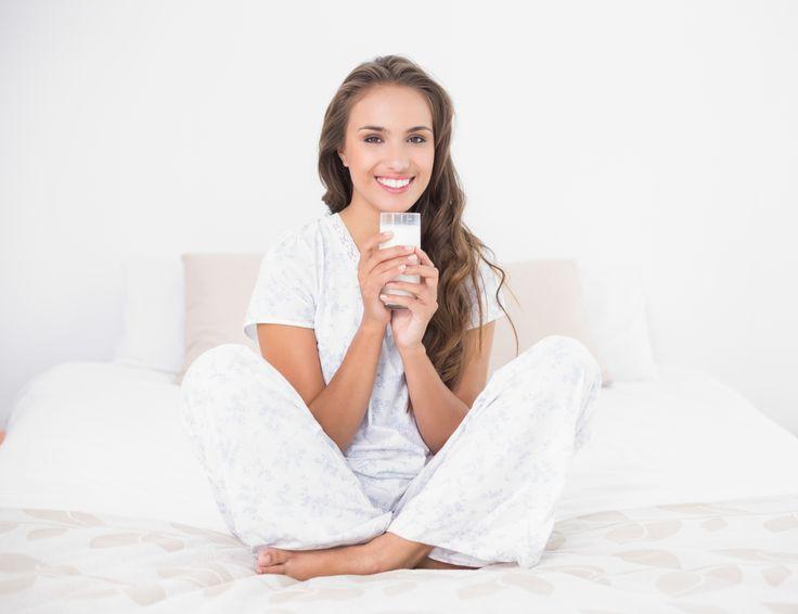 Uyumadan önce bir bardak ılık süt içmek, huzurlu bir uyku uyumanıza yardımcı olur. Sizi gevşetir ve rahatlatır.
