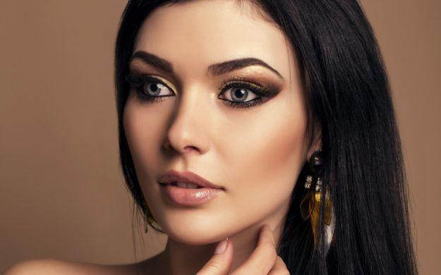 Макияж: темный цвет волос и светлые серо-голубые глаза ::: onelady.ru ::: #makeup #eyes #eyemakeup