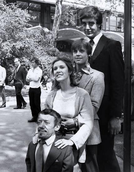 Star Wars: Peter Mayhew (Chewbacca), Mark Hamill (Luke Skywalker), Carrie Fisher (Princesa Leia), Kenny Baker (R2-D2).