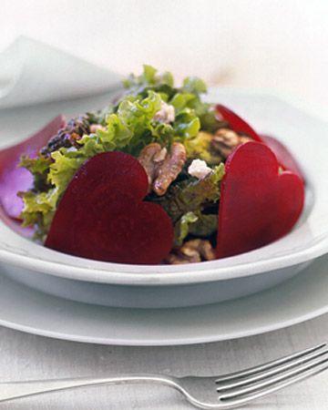 """ENSALADA """"SWEETHEART"""", CORTA RODAJAS DE REMOLACHA CON UN CORTADOR EN FORMA DE CORAZON (sweetheart salad) #RecetasParaSanValentin"""