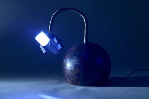 Lucas Muñoz: Spaceman desk lamp