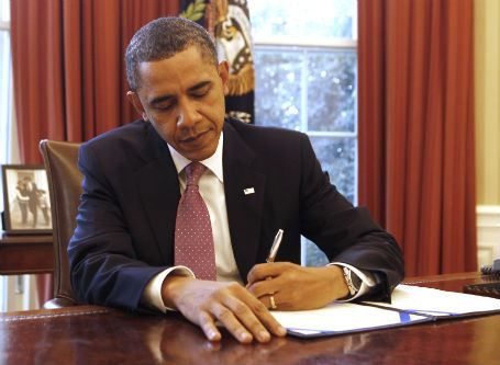 Obama is not the only left-handed U.S. president, but may be the fifth after Bill Clinton, George H.W. Bush, Ronald Reagan, and Gerald Ford