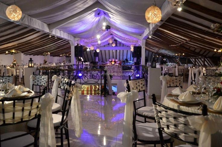 Con experiencia y trayectoria de más de 12 años en la organización y realización de matrimonios, la Casa Quinta la Enlomada, brinda para el día de su boda el más destacado por portafolio de servicios, con la seguridad, el compromiso y pasión que le