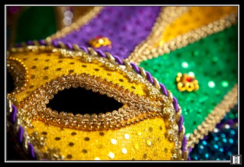 I know this mask needs to be worn tomorrow, but you can't make it to Mardi Gras this year?  Don't worry, head to the Halstead Blog for the Best Mardi Gras Spots in NYC.: Gras Parties, New Orleans,  Holocanthus Tricolor, Bon Temp, Celebrity Tuesday, Mardi Grascarniv, Covers Photos, Gras Fun, Gras Theme