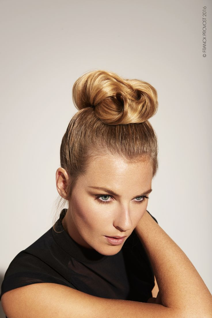 Hair is held back in a ponytail on the top of the head. Strands are interwoven to create a chic and glamour bun.  #FPAUS #franckprovostsalons #5starexperience #franckprovost #franckprovostparis #ParisWildBlond #Balayage2Ors #Blondes #Blondeobsession  #hair #updo #eveningbun #bun #braid #ponytail #ponybraid #hairstyle #hairdresser #hairsalon