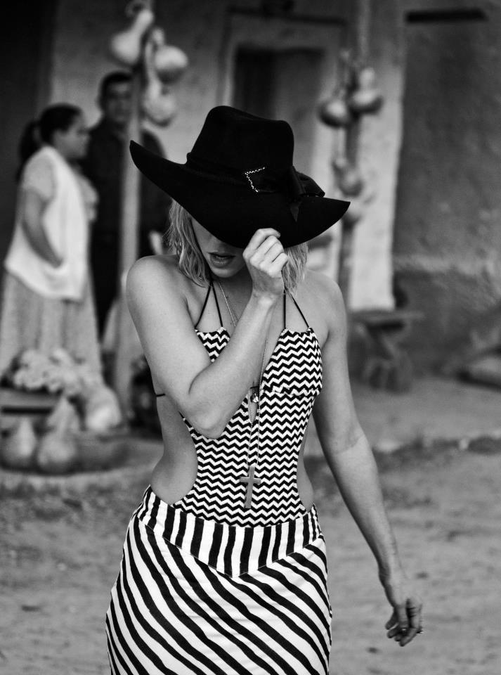 Shakira  New music video Addicted To You!