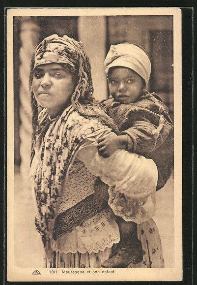 Alte Ansichtskarte: AK Mauresque et son enfant, maurische Mutter mit Kind