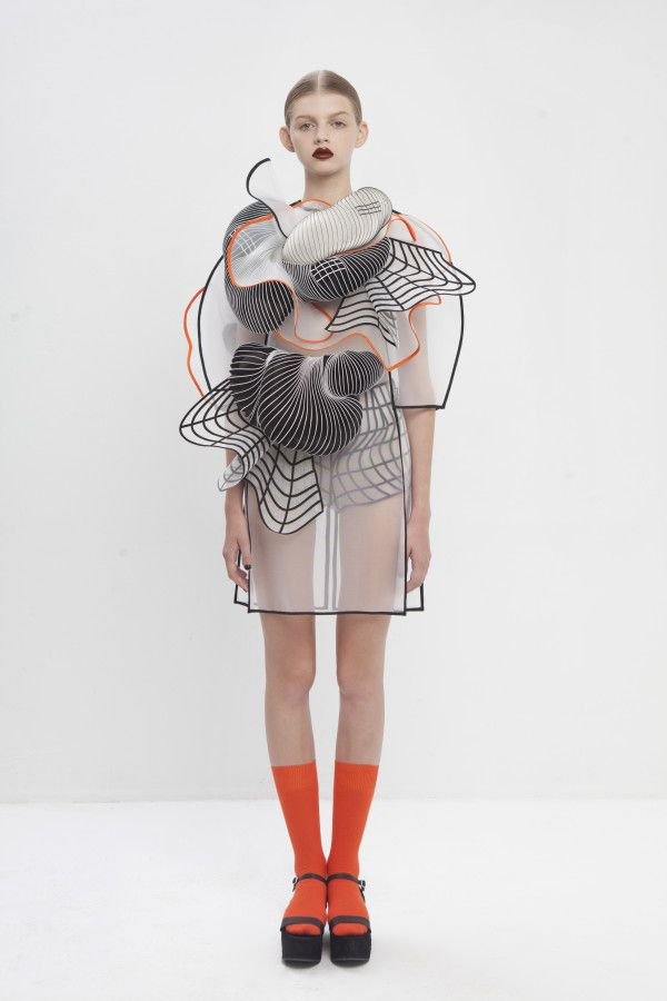 noa raviv graduate collection7 Garments influenced by distorted digital drawings featuring 3D-printed elements.