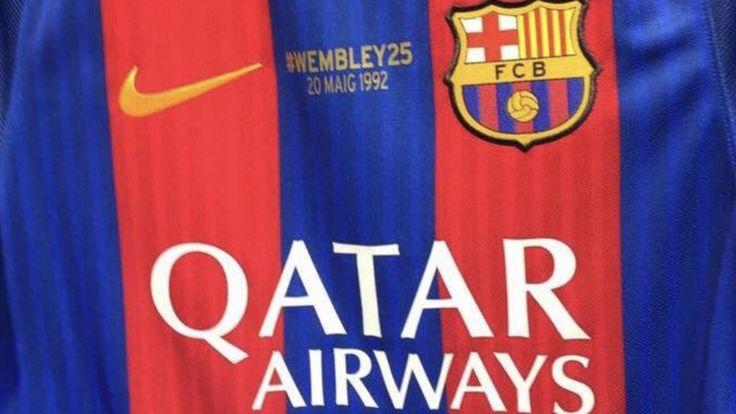 Samarreta conmemorativa de la primera Champions guanyada pel F.C. Barcelona a Wembley el 20-05-1992. Lluida en el darrer partit de la lliga 2016-2017 contra l'Eibar a casa el 21-05-2017