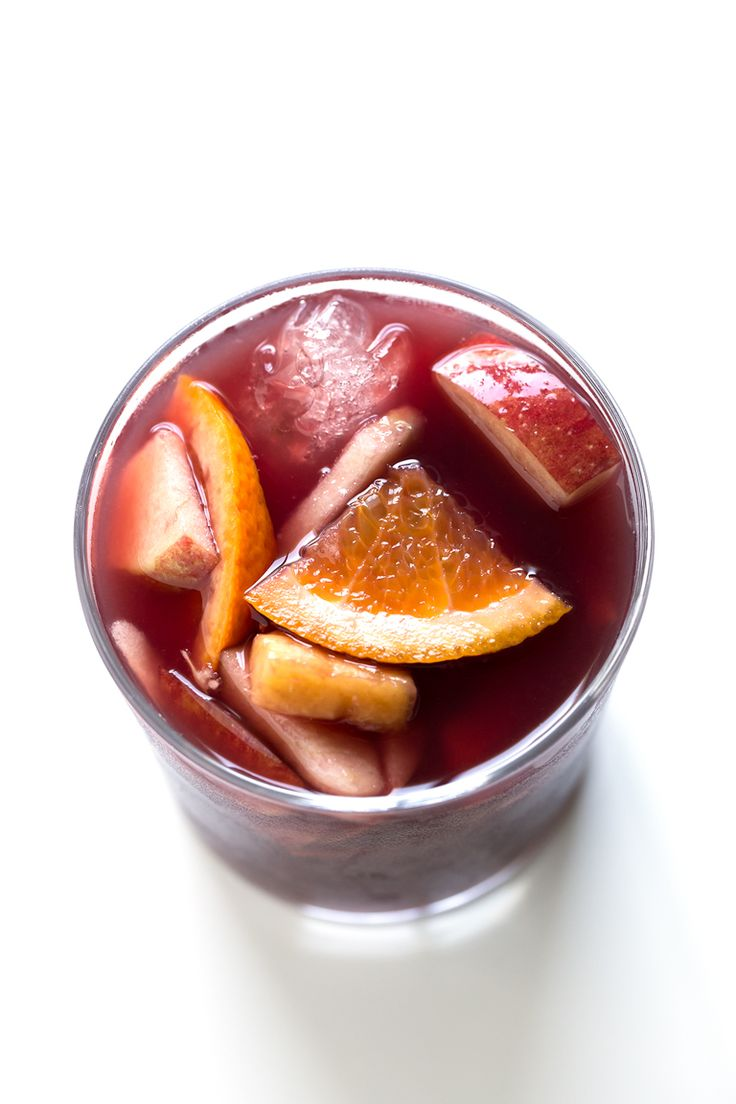 Simple Spanish Sangria. - This simple Spanish sangria is so delicious, healthy, refreshing and perfect for the summer. It only requires 7 ingredients and is so easy to make.