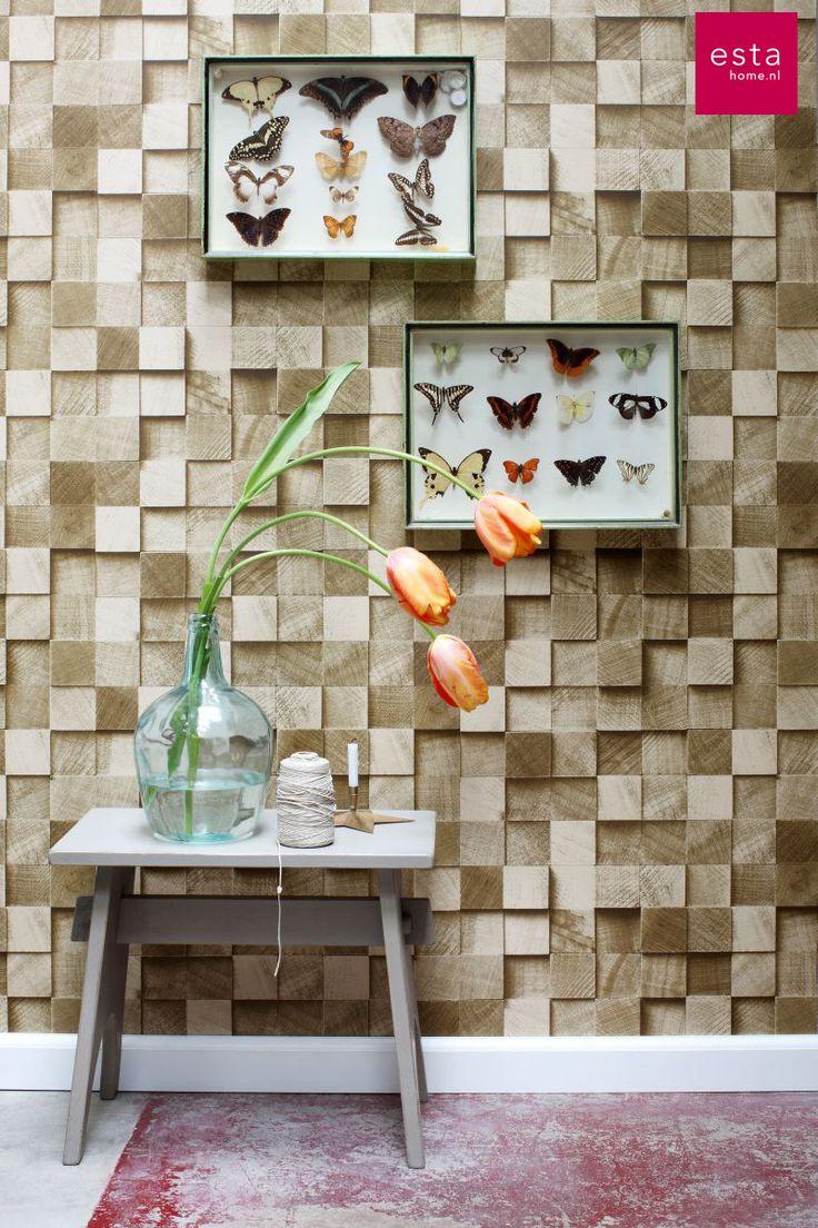 Dit fantastische donkerbeige hout behang van ESTAhome.nl geeft elke ruimte een originele, krachtige en warme look!  Geef je interieur nét wat meer leven met een sfeervolle houten muur. Dit prachtige behang met stukjes hout maakt van elke wand een unieke eyecatcher! Door de bijzondere schaduweffecten krijgt het behang nog meer uitstraling. Geweldig voor een originele, stoere en levendige muur in elke leefruimte.