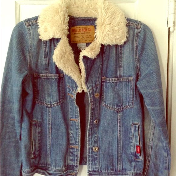 Hollister Denim Jacket with Fur Collar - Size M Very lightly used.  This is an awesome jacket.  Size M. Hollister Jackets & Coats Jean Jackets