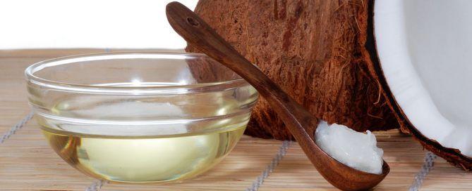 Använd alltid ekologisk kallpressad Kokosolja. Upptäck de hälsofördelar och hur till användning den kraftfulla Superfood i matlagning och mycket mer mycket.
