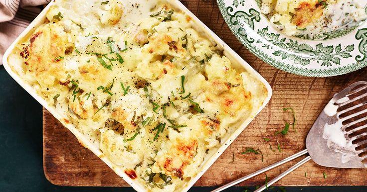 Bjud på blomkålsgratäng till lunch - helt vegetarisk eller tillsammans med till exempel skinka. Persilja bidrar med både färg och smak.