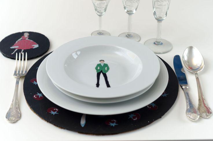 #Vajilla de #porcelana, decorada por el afamado #diseñador #Abetheape en exclusiva para #platosypizarras #vajillasdepizarra #hogar #cocina #platosdepizarra