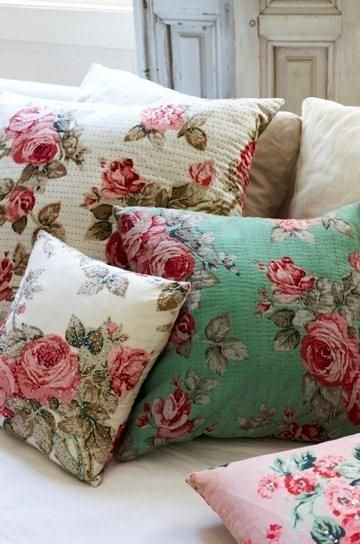 i feel like such an old lady but i love this rose print so much. & Best 25+ Floral pillows ideas on Pinterest | Floral cushions ... pillowsntoast.com