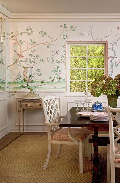 Beautiful soft pink Chinoiserie dining room on the North Shore of Chicago by Ruthie Sommers. A light, and fresh take on this classic scheme. Love the fretwork chairs and the sisal rug as well.