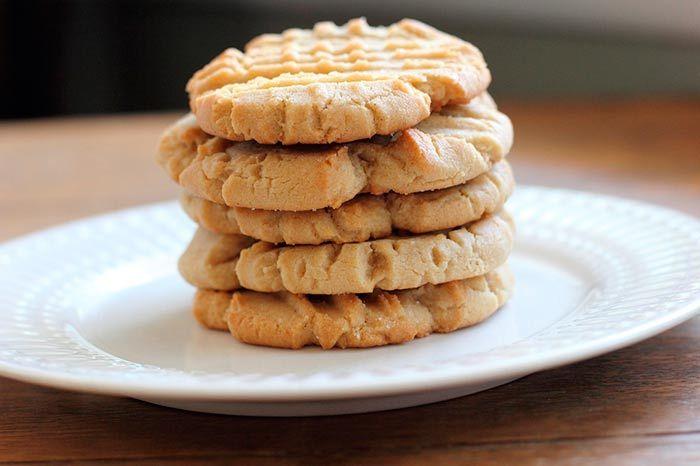 Aprende cómo preparar galletas de mantequilla caseras en menos de 1 hora y con 4 ingredientes. Receta fácil de galletas caseras para hacer en familia.