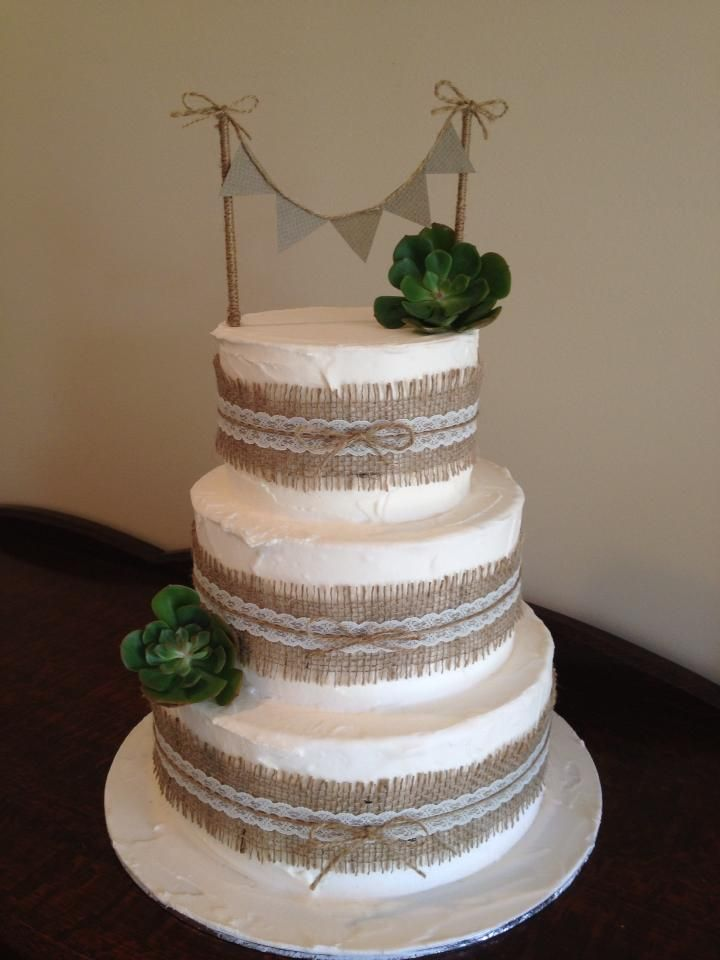 wedding cake with hessian and bunting wedding ideas pinterest. Black Bedroom Furniture Sets. Home Design Ideas