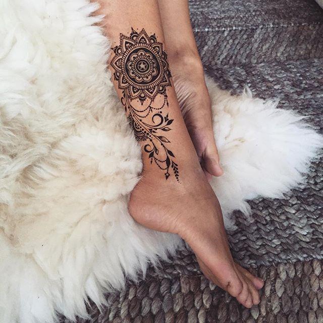 #Henna mandala & twigs #veronicalilu
