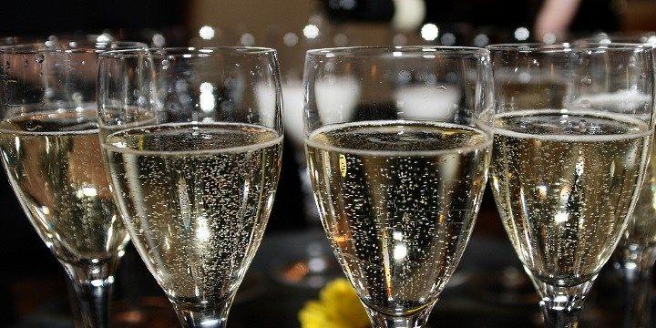 vinjournalen.se -  Vin Tips : Vintipset: Festligt, alkoholfritt och riktigt bubbel? |  Att välja alkoholfritt oavsett sammanhang verkar bli allt mer trendigt. Därför har sektföretaget Henkell & Co, ett av världens största tyska sektföretag, tagit fram ett fritt och gott alternativ till alkohol på kompismiddagen, studenten, födelsedagsfirandet, nyårsafton och bara för att skåla ... http://wp.me/p73gTR-3Am