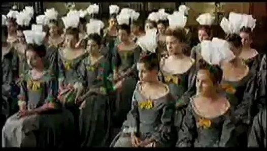 Fin du XVIIe siècle: Anne de Grandcamp et Lucie de Fontenelle, deux petites Normandes, arrivent à l'école de Saint-Cyr, créée par Mme de Maintenon pour éduquer les filles de la noblesse ruinée par les guerres et en faire des femmes libres. Mais après une vie d'avilissements et d'intrigues, Mme de Maintenon craint les feux de l'enfer. Elle s'en remet alors à un homme d'Eglise pour ramener l'école sur le chemin de la pureté, quitte à renier ses promesses de liberté.