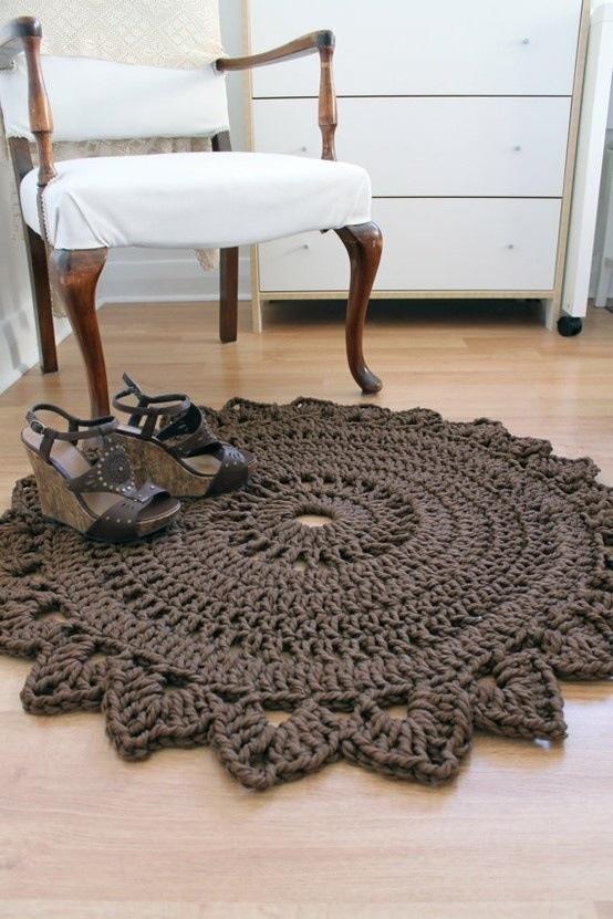 Tapete castanho de crochet