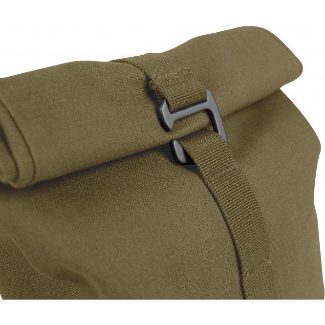Liten och smidig väska perfekt för att organisera upp småsakerna i packningen. Rullstängning med krokfäste på olika höjd ger komprimering av innehållet.