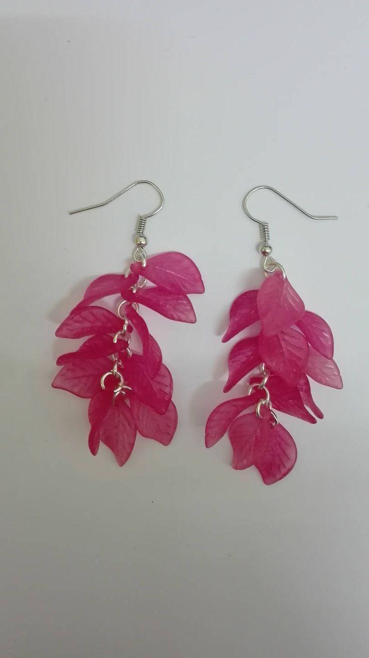 Boucles d'oreilles pendantes grappes-argentées- perles feuilles rose -7.5cm de la boutique DeessesEtNymphes sur Etsy