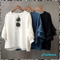 パフスリーブ&バックリボンが可愛いフレアブラウス★ S570 バスト切替シャーリングが、女性らしくCUTEな雰囲気♪♪ 今季トレンドの袖コンシャス バルーン袖スタイル。 ふんわりとしたゆるシャツ、フレアフリルスタイルで、体形カバー効果あり。 フレアチュニックのようなロング丈がGOOD 今季トレンドの袖コンシャス バックコンシャス スタイル。 ◆コットン100%生地 【〜昨年の着レポより〜】 ●gu-puさんの着レポ ゆったりしていて着やすい とてもオシャレアイテムになります。可愛いです。想像していたよりボリューム感が無くて、すごーく可愛い。1番のお気に入りになりました。 黒すごく可愛いのでおすすめです ●kei-anさんの着レポ 少し大きめですが、それも可愛く思えます。 生地がしっかりしていた事にビックリしました。着た感じのシルエットも可愛く、カジュアルにもキレイ目にも、この冬活躍しそうです♪ ●rasty0404さんの着レポ ふんわりしたシルエット 生地もしっかりしていて、安心。 ホワイトのブラウスに、ブラックのリボンがキュート ●こころうの森さんの着レポ 手が長め...