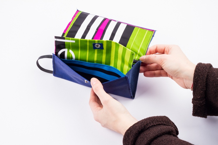 blue wallet – www.chicapui.com