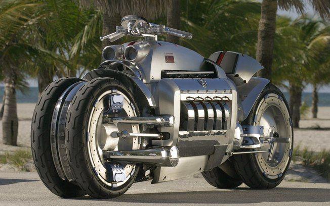 A Dodge Tomahawk tem motor V10, igual ao do Dodge Viper e designer futurista. Mesmo sem estar homologada para as ruas está à venda por US$ 250 mil. Foto: Divulgação