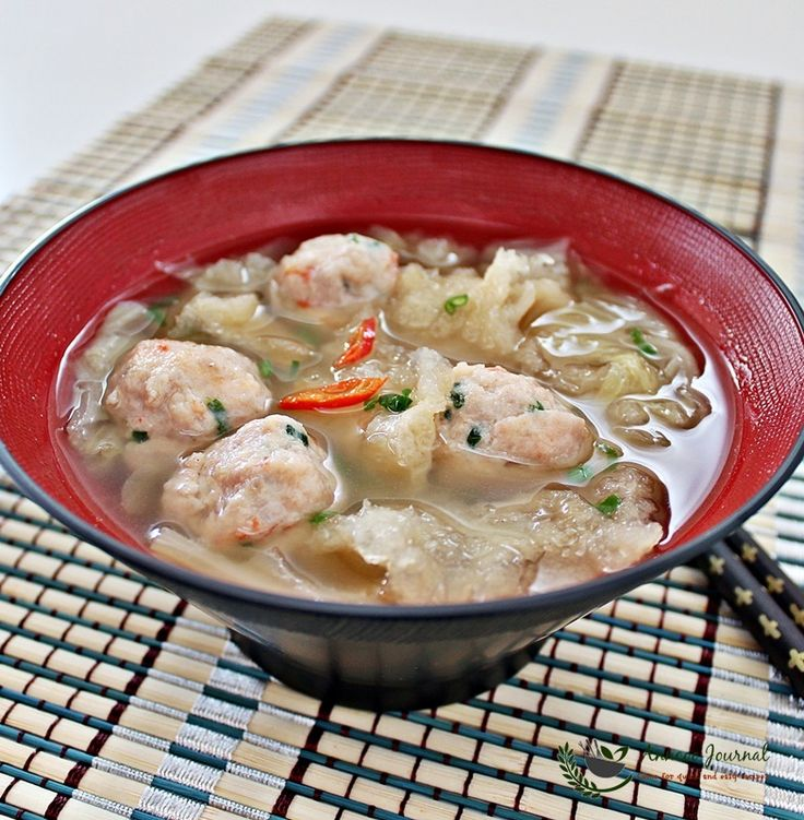 This fish maw soup is a very simple and satisfying soup with the prawn meat balls that my family really enjoyed very much.