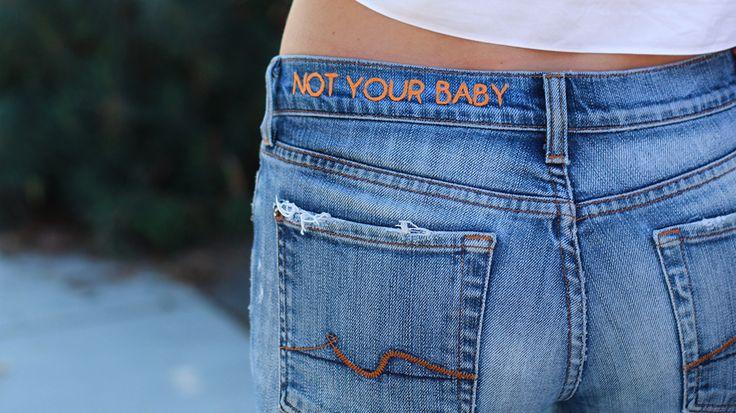 Maak je eigen diy geborduurde denim. Customize je denimjack of jeans met je zelfgemaakte ontwerpen op deze simpele manier.