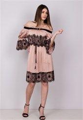 Φόρεμα στράπλες με λεπτομέρεια δαντέλα