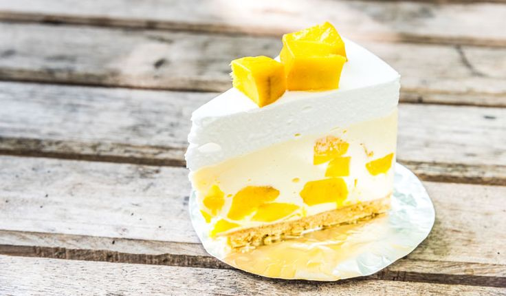 Rezept für eine leichte Low Carb Mango-Joghurt-Sahne-Torte - kohlenhydratarm, kalorienarm, ohne Zucker und Getreidemehl