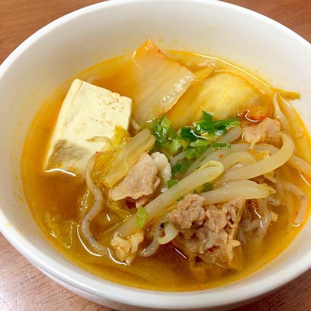 太り始めたから夕飯をスープに♫ 手抜きだけどおいしい♡ 痩せますように...笑 - 7件のもぐもぐ - ダイエット♡キムチスープ by namisuzukiUDb