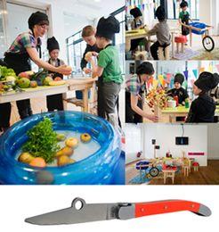 """A l'expo Food design au Lieu du design, Magali Wehrung a imaginé un « dispositif de cuisine itinérante destinée à l'apprentissage de l'alimentation » des 5.8 ans…  """"Outils conçut spécialement pour les enfants afin de les éduquer à se servir de vrai outils de cuisine, et de les sensibiliser au potentiels danger qu'ils représentent"""""""