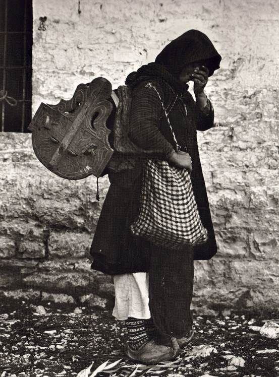 Fred Boissonnas-Γυναίκα της Ηπείρου με ξύλινη κούνια και σακούλι,Ήπειρος,1913