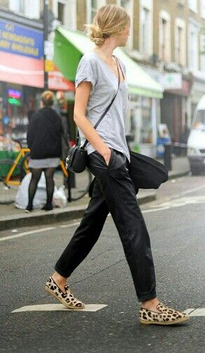 Cross-body bag, slouchy tee, messy knot. I'd pair it with comfy jeans and sneakers though.