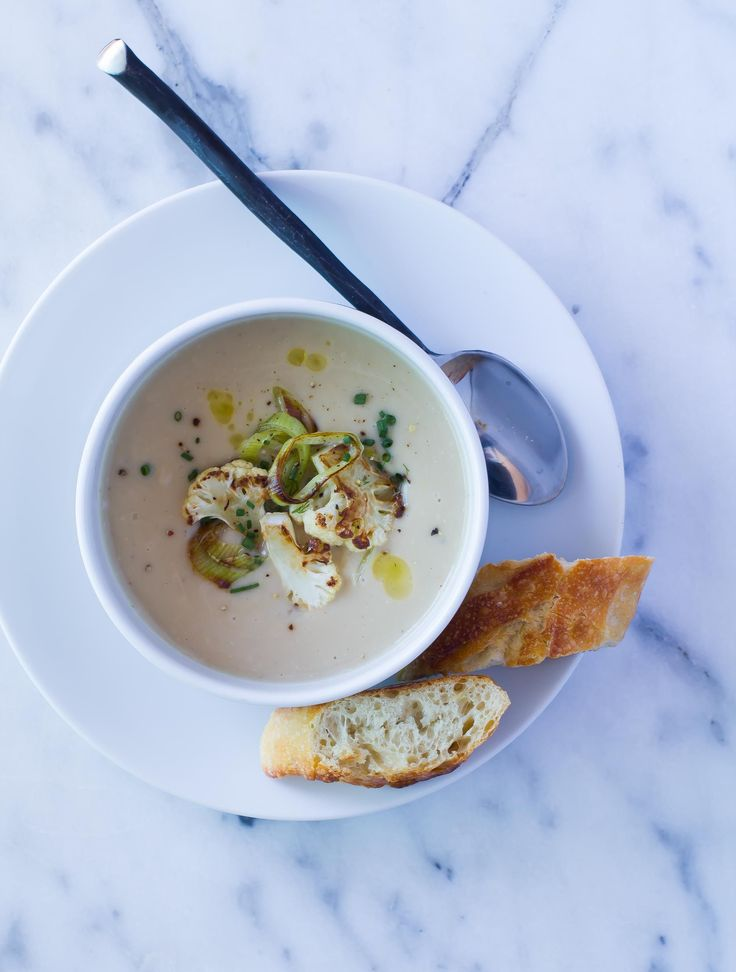 Easy and elegant creamy Cauliflower Leek Soup takes only 20 minutes and has just 6 ingredients! Serve with salad and crusty bread for a perfect lunch.
