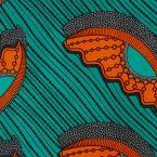 Afrikaanse katoen stof met grijs en zwart geometrisch patroon op rode achtergrond
