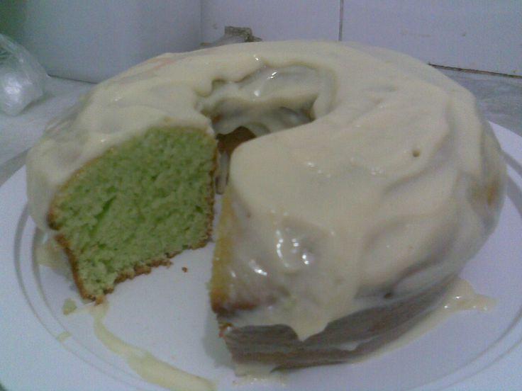 Aprenda a preparar a receita de Bolo de gelatina de limão